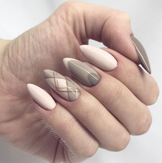 36 Perfect and Outstanding Nail Designs for Winter 2018; dark color nails; Gel nail; Fall nail; nude and sparkle nails; Easy winter nail; Grey nails.