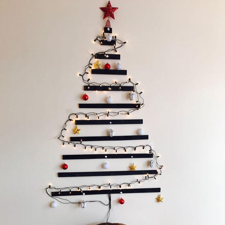 Holiday decorations & crafts; driftwood Christmas trees; xmas crafts for kids; Simple Christmas craft; DIY Christmas tree ideas.