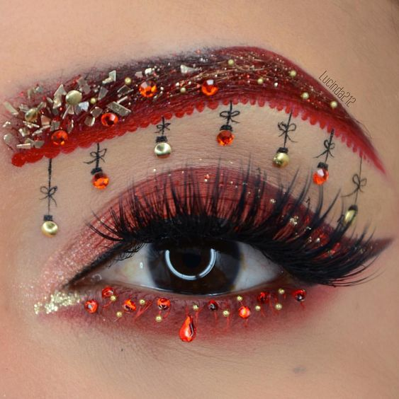 31 Stunning Christmas Makeup Looks You'll Love; Christmas makeup ideas; Christmas makeup looks; Christmas Eye makeup; Glitter Christmas makeup ideas.