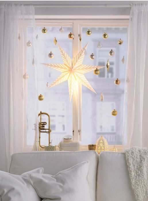 25 Awesome Christmas Window Decor Ideas; Christmas window; DIY Christmas crafts; Christmas.