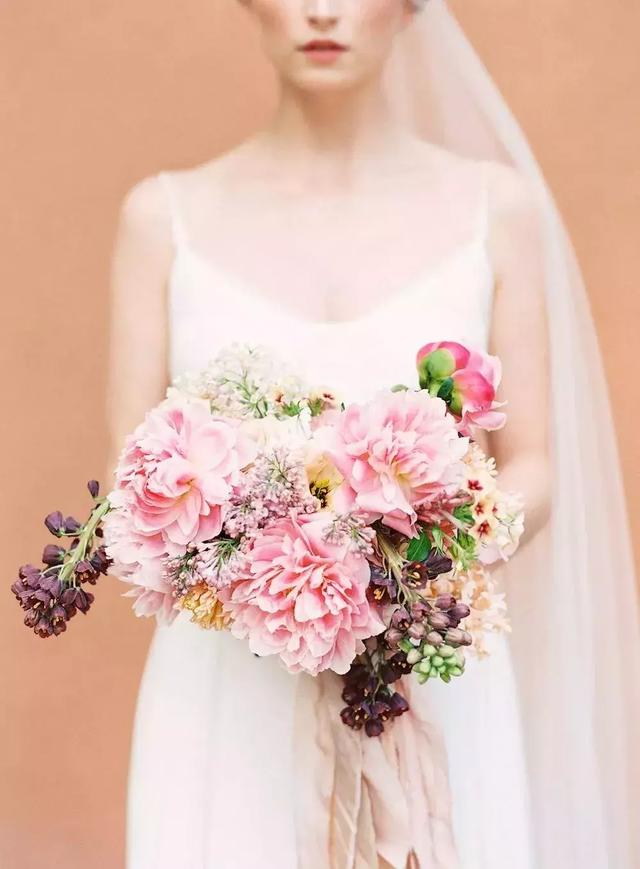 Holding flowers! There is always one that you like! #wedding #flowers