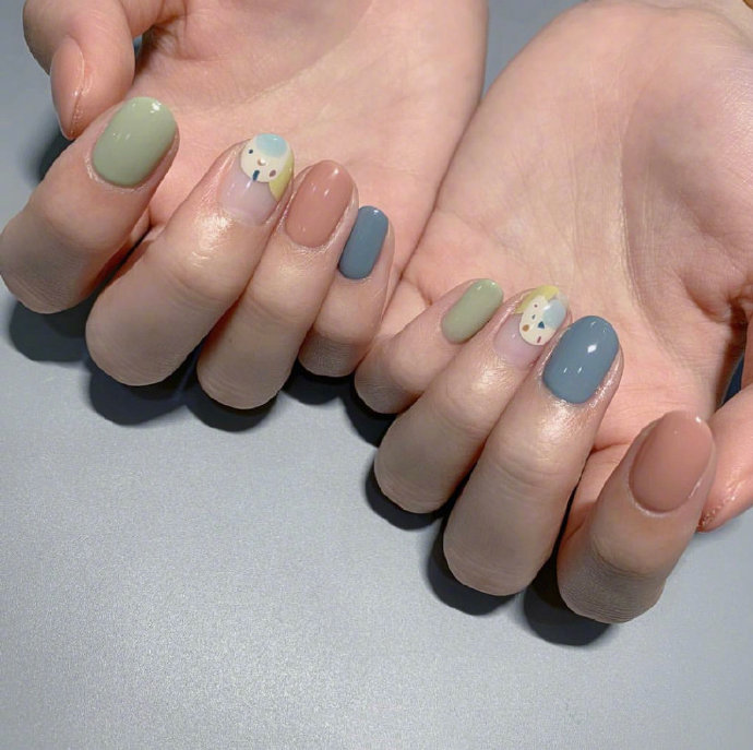44 Eye-catching Minimalist Nail Art Ideas For Summer 2019 summer nails, Korean nail art, nail trend 2019, simple manicure, short nail art design
